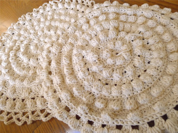 Crochet Round : Each pillow needs 2 round pcs, 1 with ruffle and the other without ...