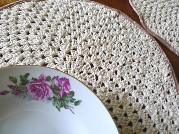 crochet placemat 2